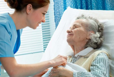 nurse caring for an elderly senior in the hospital trying to reduce hospital readmission.